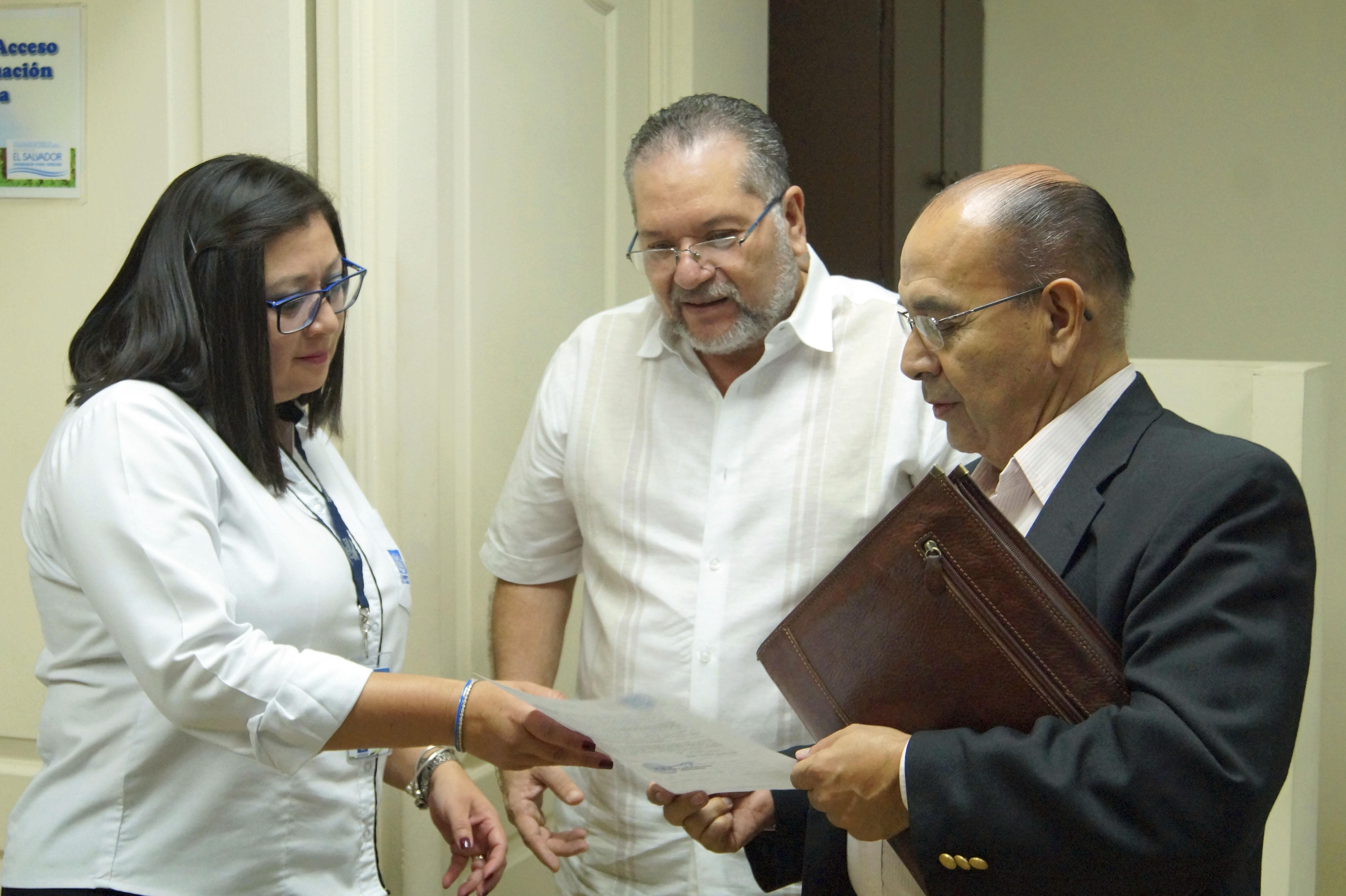 Presidente atiende a Luis Lemus y solventa su petición de inmediato