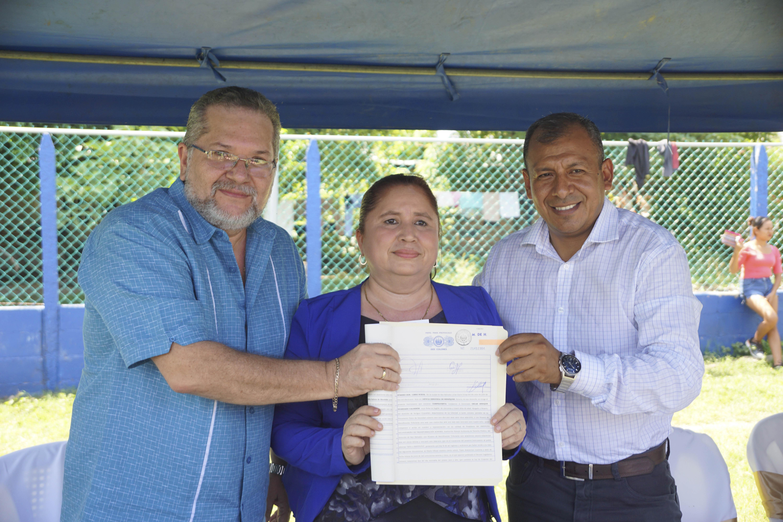 Presidente entrega cancha de futbol en San Pedro Masahuat