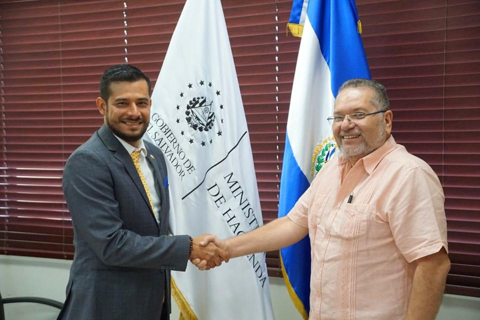 El presidente de la institución Óscar Enrique Guardado, sostuvo una reunión con el ministro de Hacienda, Nelson Fuentes.