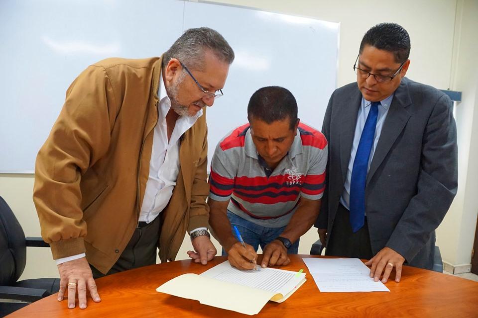 Cooperativa Los Monges, firmaron la escritura de desmembración en cabeza de su dueño