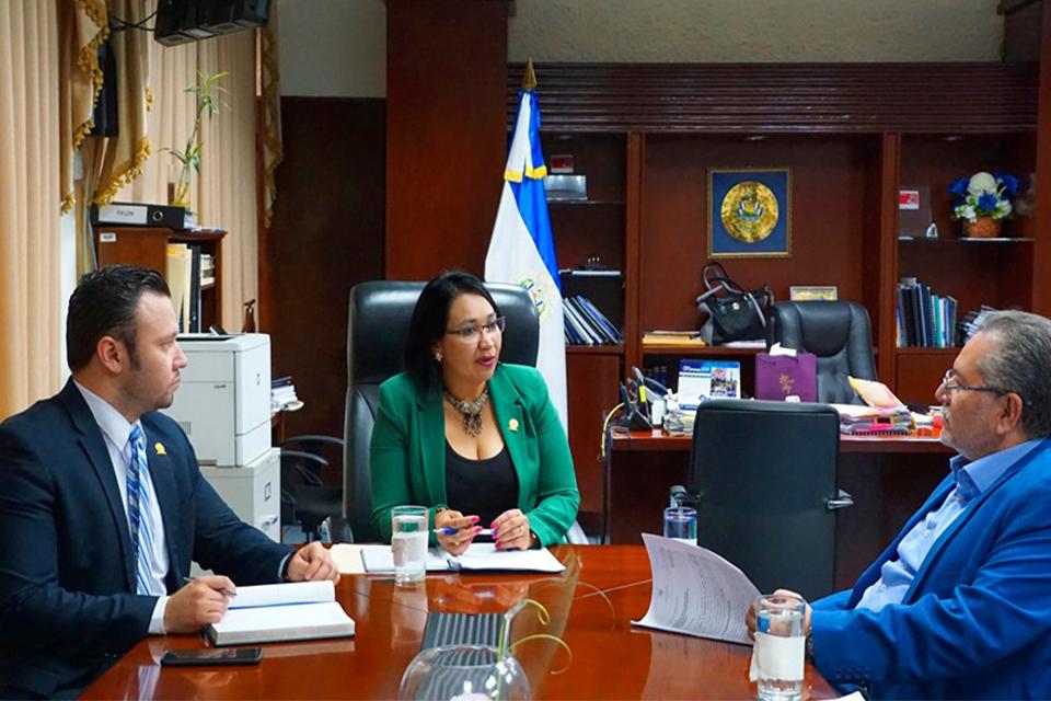 El presidente de la institución Óscar Enrique Guardado, sostuvo una reunión con la presidenta de la Corte de Cuentas de la República