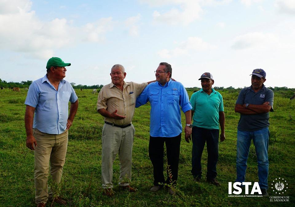 El presidente Óscar Enrique Guardado y el personal de la Gerencia de las Escuelas Agrarias visitaron a los directivos de la Cooperativa Astoria