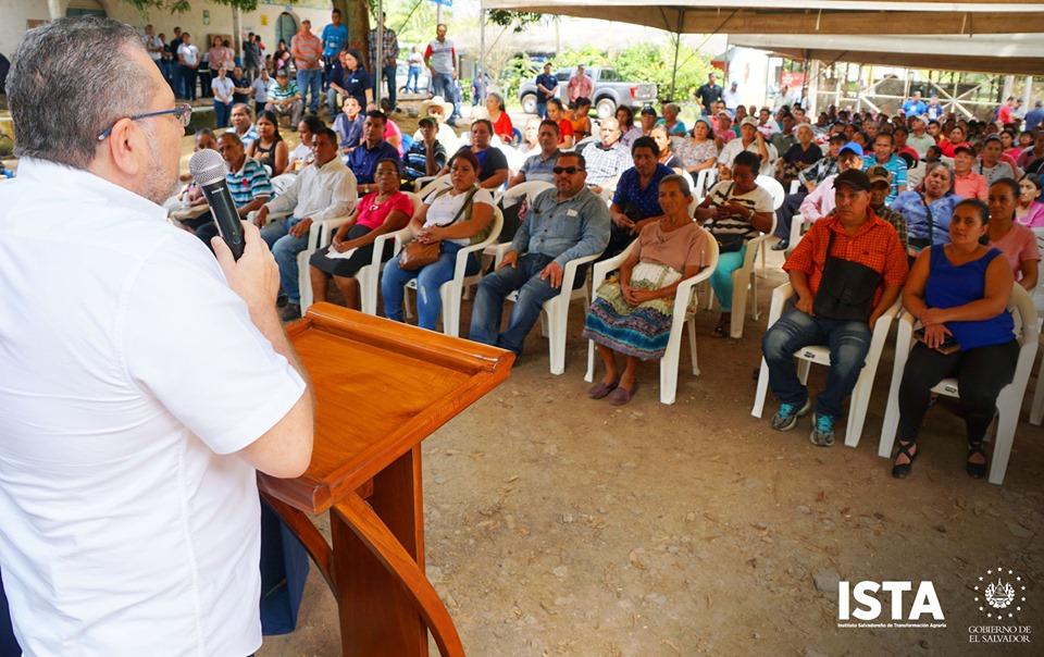Este día visitamos la Cooperativa San Raymundo en Ahuachapán, para iniciar las jornadas de firma y entrega de escrituras