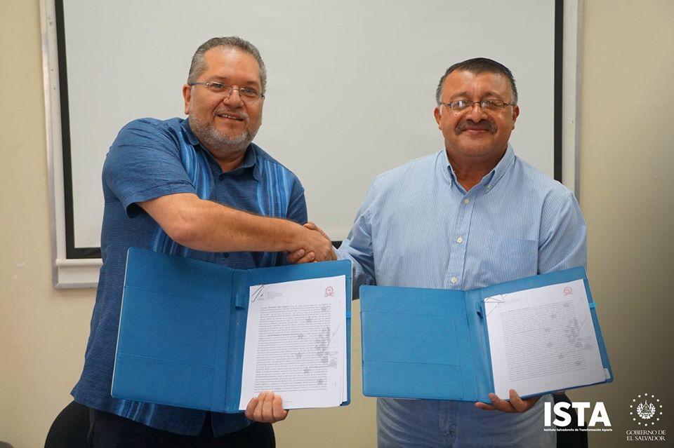 El Presidente Óscar Guardado firmó una carta de entendimiento con el Decano de la Facultad de Ciencias Agronómicas de la Universidad de El Salvador