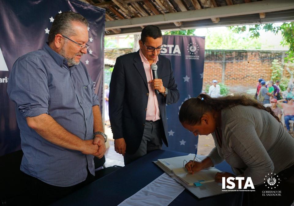 Estuvimos en San Miguel continuando con las jornadas de firma y entrega de escrituras