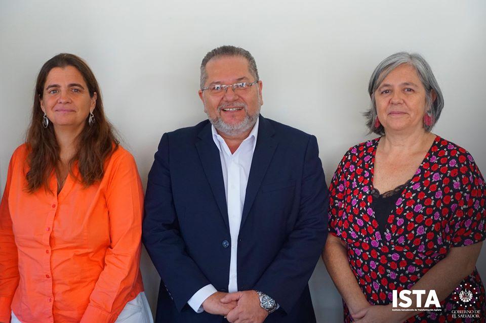 El Presidente Óscar Guardado sostuvo una reunión con Cristina Aldama y Natalia Otamendi, representantes de AECID El Salvador, con el propósito de dar a conocer el proyecto #EscuelasAgrarias