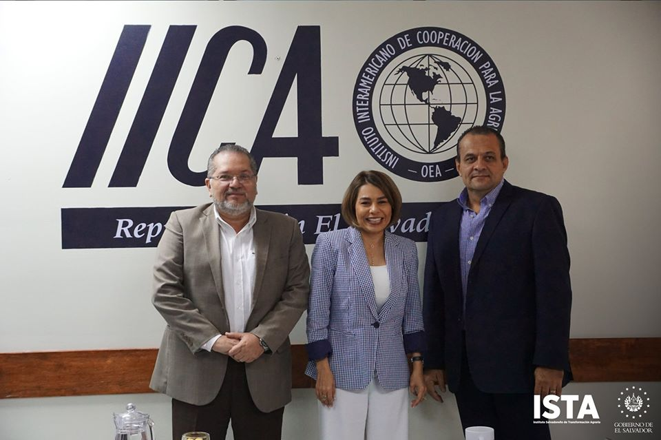 El Presidente Óscar Guardado, sostuvo una reunión con Hazel Alpizar, representante del IICA en El Salvador y Erick Quirós, Coordinador de Asuntos Especiales de la Región Central