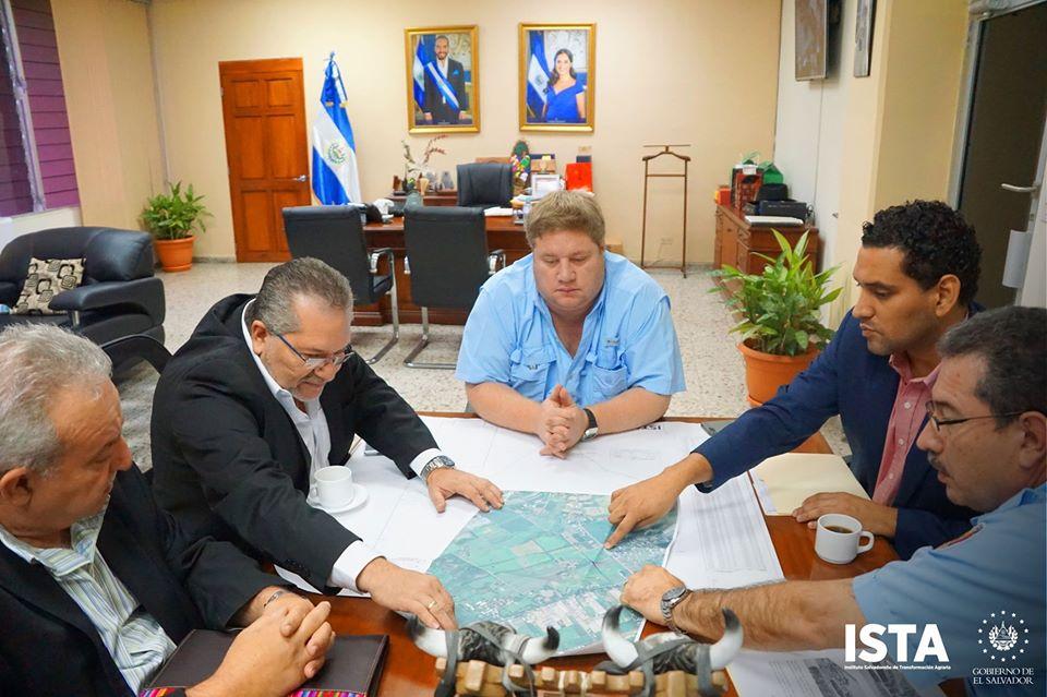 El presidente Óscar Guardado sostuvo una reunión con el ministro de Agricultura y Ganadería, el viceministro de Gobernación, el director general de Bomberos y el director del Centa