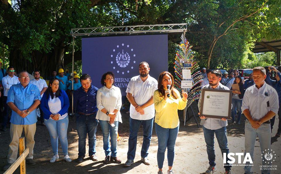 "Se colocó la primera piedra de #ElCubo ""Ing. Rigoberto Arnulfo Orellana""."