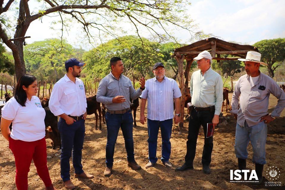 Gracias al convenio que suscribimos con FUNDEMAS, nos acompañó el Dr. Fernando Uribe, de nacionalidad colombiana, con el propósito de realizar un diagnóstico al área de ganadería de la Cooperativa San Lorenzo, en el departamento de La Libertad.